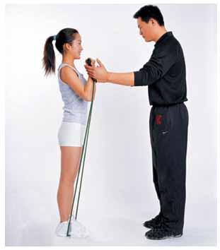 拉力器直腿托臂弯举-追梦健身网