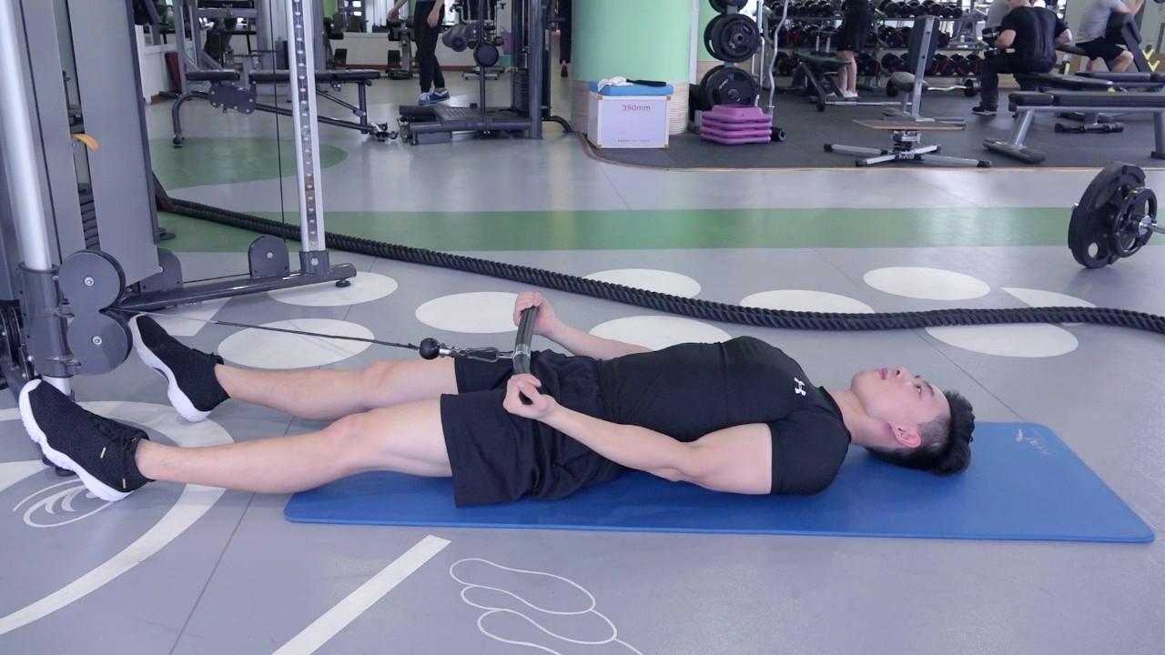 仰卧弯举-追梦健身网