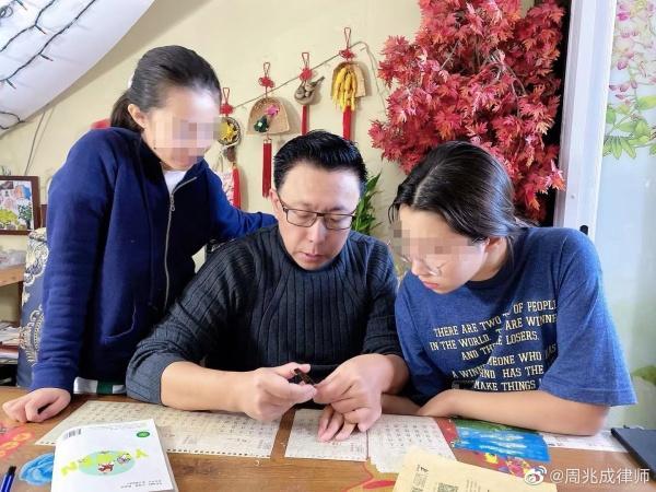 """""""疯狂英语""""李阳委托律师发声明:向公众道歉,否认家暴女儿-幽兰花香"""